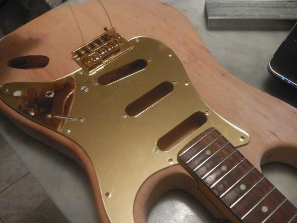 Costruire una chitarra elettrica video del body for Come ottenere un prestito di costruzione per costruire una casa
